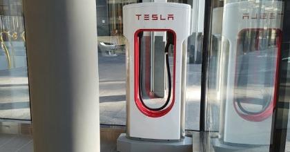 Inaugurato a Milano il nuovo showroom Tesla