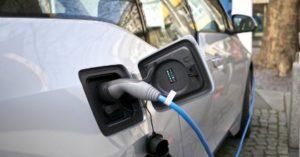 auto elettrica ricarica