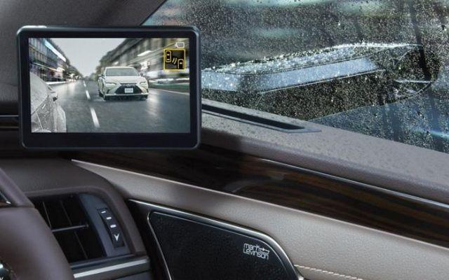 Specchietti retrovisori digitali su Lexus ES