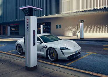 Porsche: l'elettrificazione della gamma passa attraverso i dealer