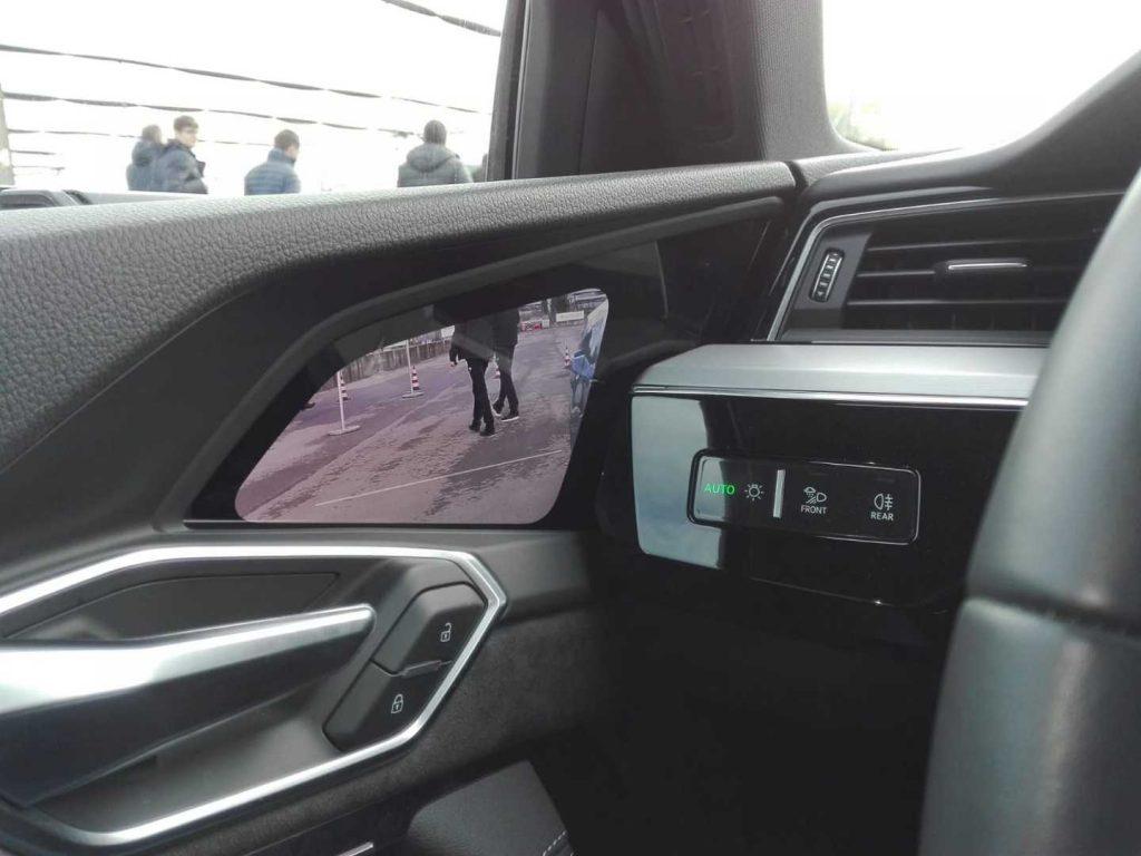 Come funzionano gli specchietti retrovisori digitali?