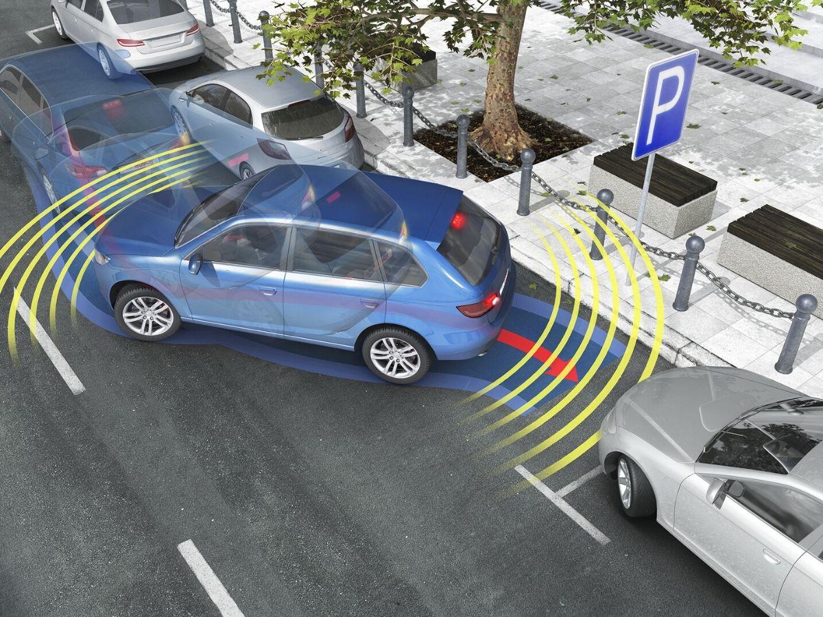 I sistemi di assistenza per il parcheggio sono l'accessorio più richiesto per le nuove auto