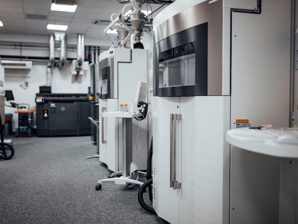 Le Case auto convertono la produzione durante l'emergenza Coronavirus: Mercedes-Benz utilizza stampanti 3D