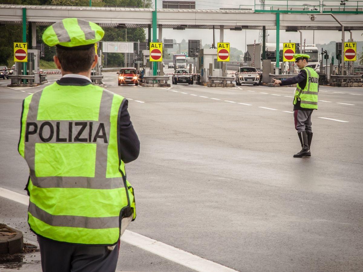 Controlli di Polizia sulle strade italiane per contenere il COVID-19