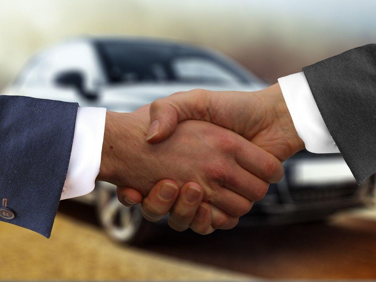La truffa dei finti rivenditori auto: come riconoscere un vero concessionario?