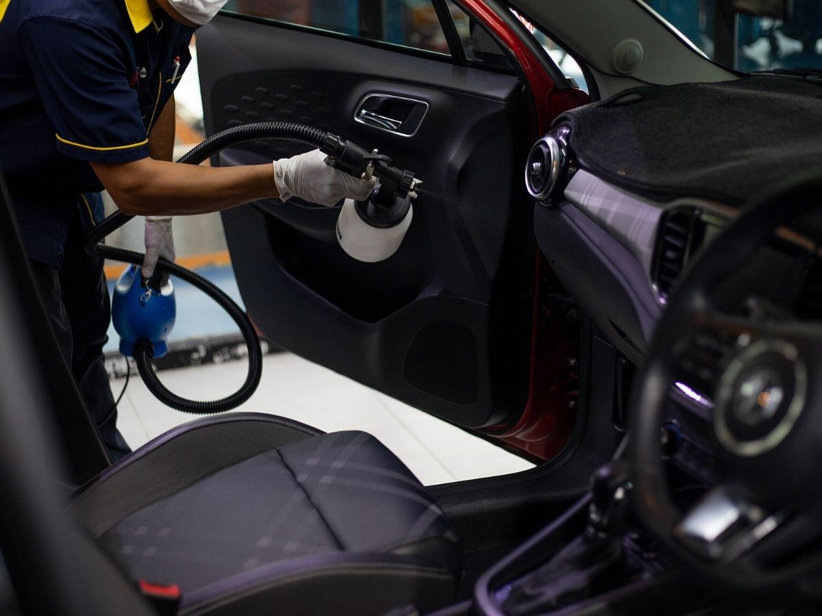 Sanificazione auto: ozono o perossido di idrogeno?