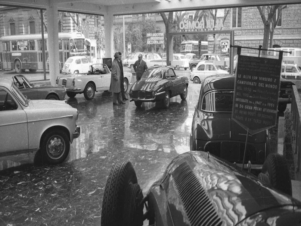 i concessionari di una volta Alfa-Romeo-dealership-in-Rome-1964