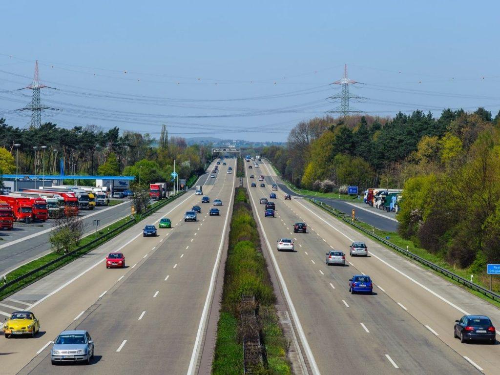 Mercato auto: finito l'effetto incentivi, ad ottobre le immatricolazioni segnano -0,2%