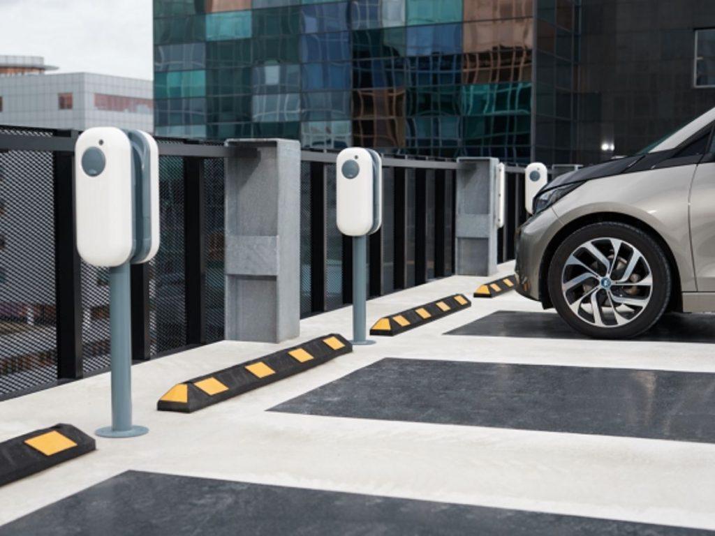 Ricarica auto elettrica in concessionaria, la consulenza NewMotion al Bmw Group