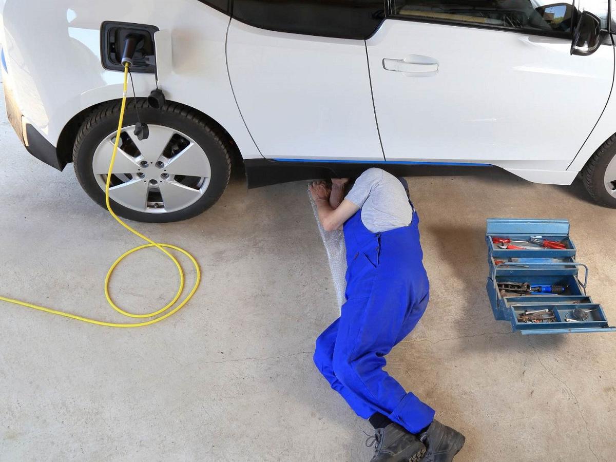 manutenzione auto elettrica e ibrida plug-in